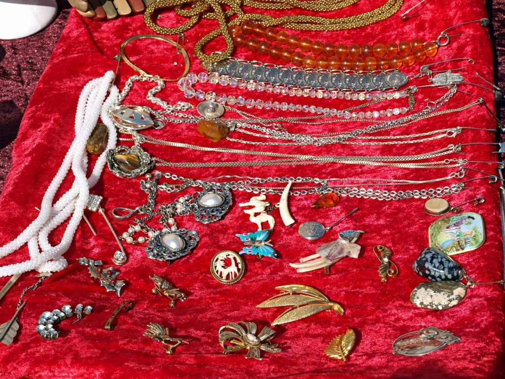 What To Look For In Antique Jewellery